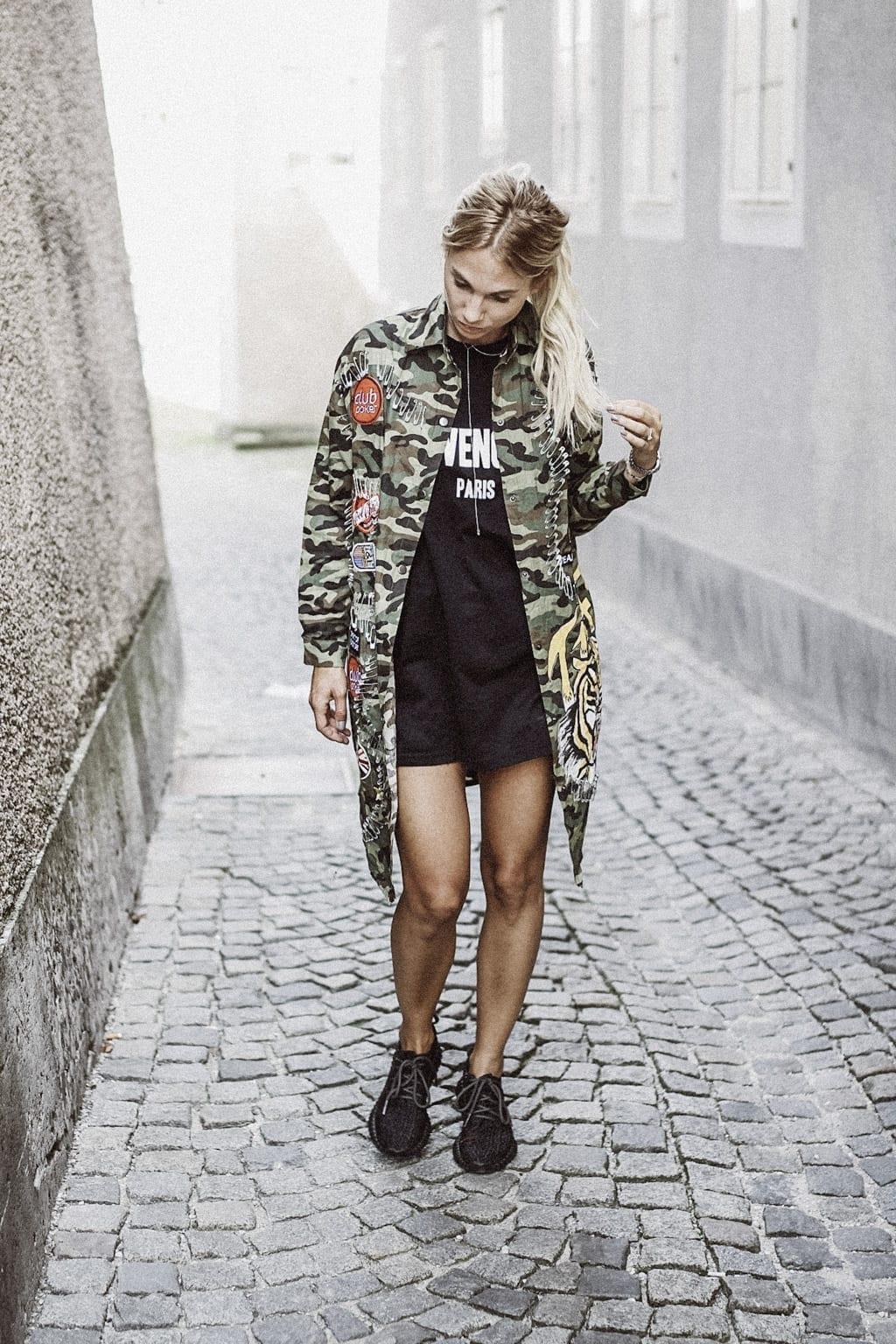 CK-1606_salzburg-fashion-street-style-look-magazine-karin-kaswurm-electric-love-2016-festival-camouflage-military-jacket-8937