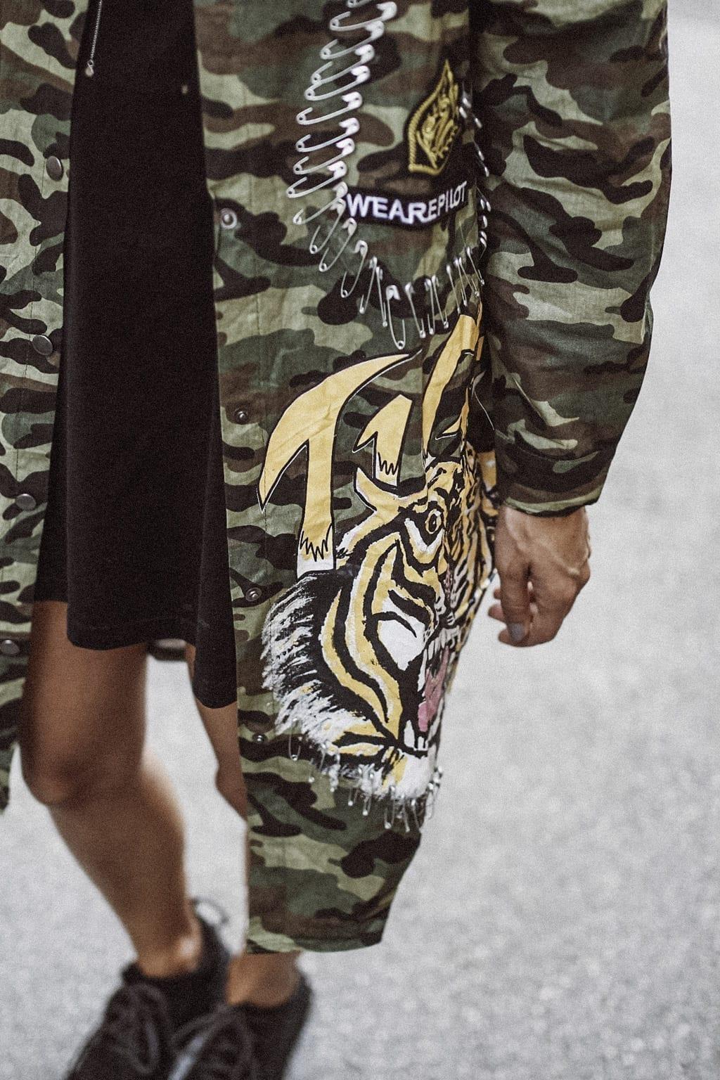 CK-1606_salzburg-fashion-street-style-look-magazine-karin-kaswurm-electric-love-2016-festival-camouflage-military-jacket-8956