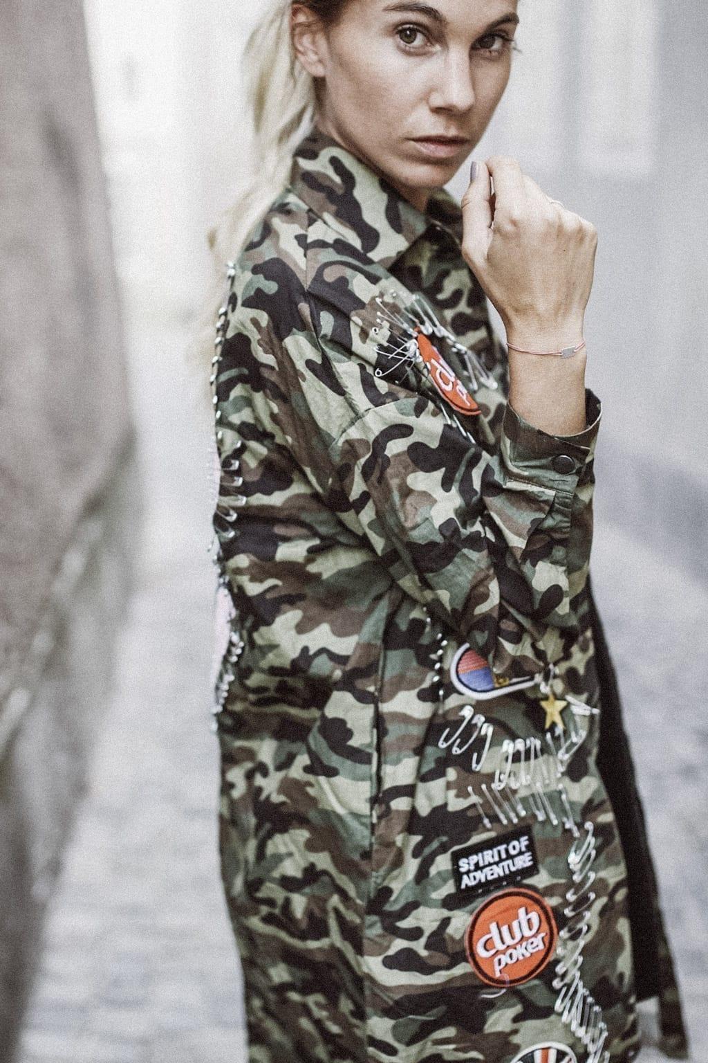 CK-1606_salzburg-fashion-street-style-look-magazine-karin-kaswurm-electric-love-2016-festival-camouflage-military-jacket-8967