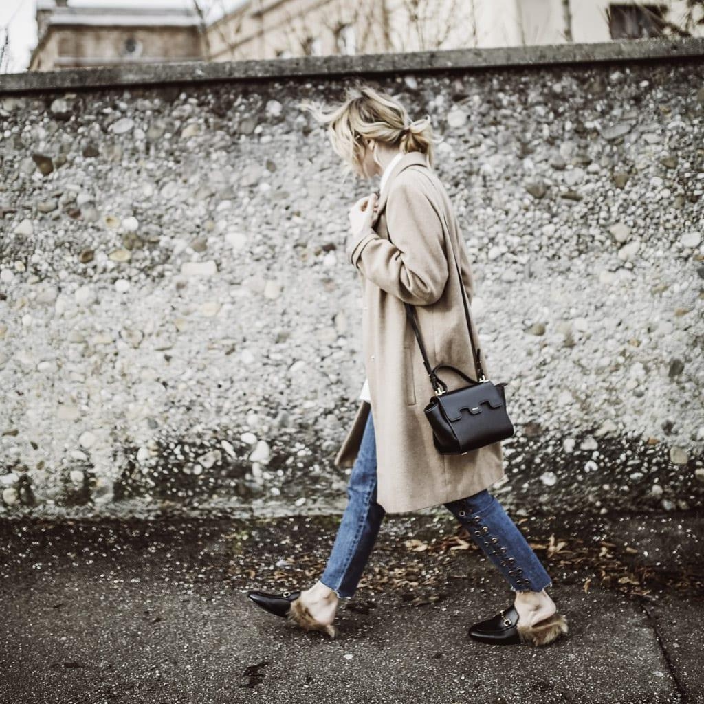 Das ist die Fashion-Bloggerin Karin Kaswurm mit einer Tasche von Mezzi